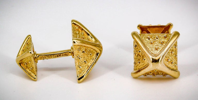 Handsome 18K yellow gold cufflinks by Tiffany & Co. Schlumberger.   Hallmarks: Tiffany & Co. Schlumberger, 750.