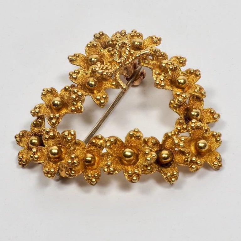 Tiffany & Co. 18 Karat Gold Floral Heart Brooch In Excellent Condition In London, GB