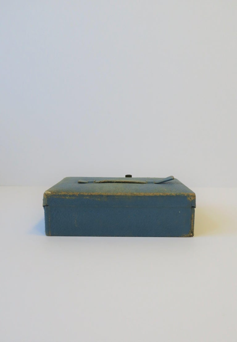 Blue Leather and Brass Jewelry Box from London For Sale 10