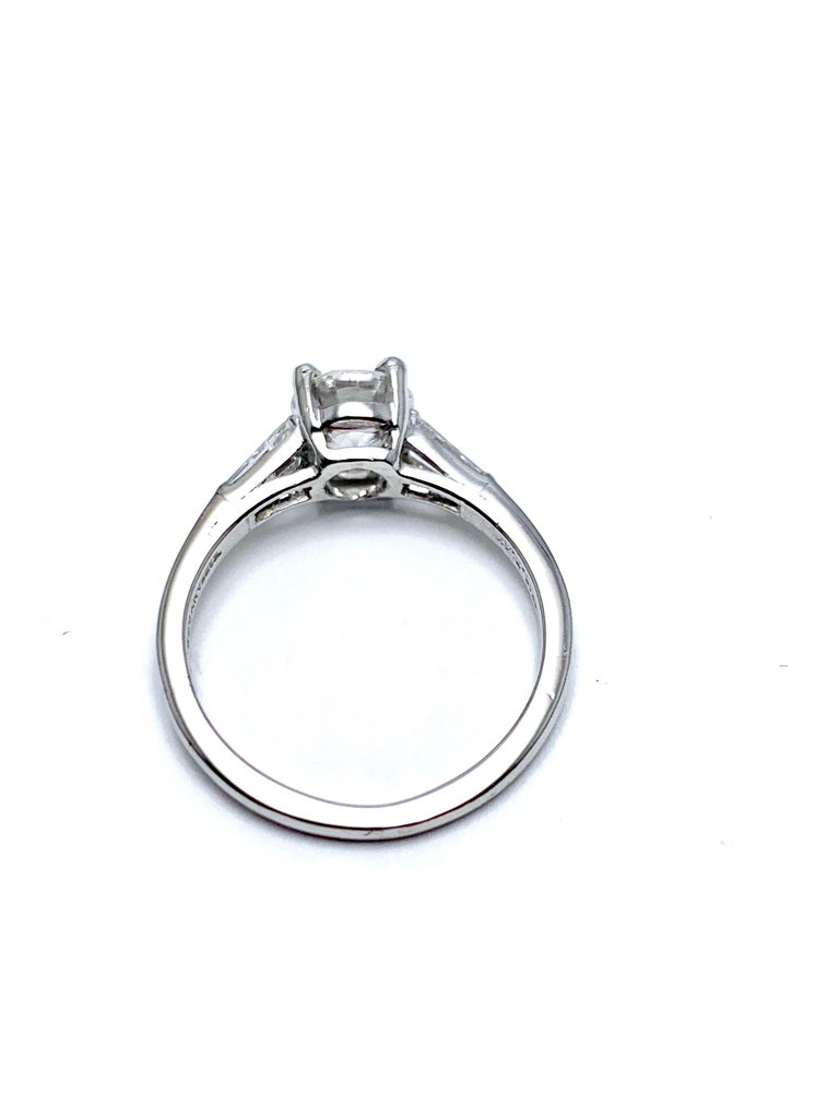 Tiffany & Co. 1.05 Carat E/VS1 Round Brilliant and Baguette Diamond Plat Ring In Excellent Condition For Sale In Washington, DC