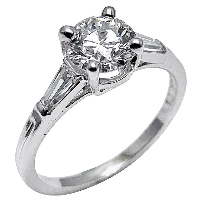 Tiffany & Co. 1.05 Carat E/VS1 Round Brilliant and Baguette Diamond Plat Ring For Sale