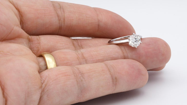 Women's or Men's Tiffany & Co. 1.22 Carat Center I VS2 Round Brilliant Solitaire Engagement Ring For Sale
