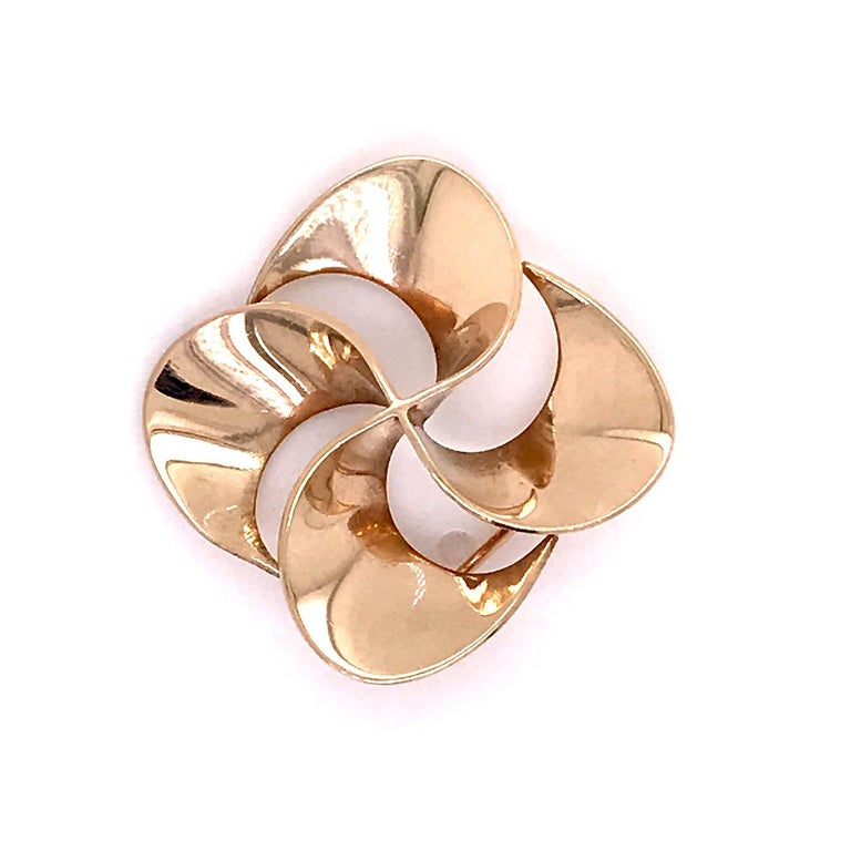 A wonderful 14K Tiffany & Co. brooch.  In the form of a pinwheel.  Marked to the reverse: 14k for gold fineness and Tiffany & Co.  Simply elegant design from Tiffany!  Length: ca. 23 mm Height: ca. 23 mm  Items purchased from this dealer must