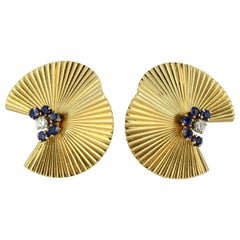 Tiffany & Co. 14 Karat Yellow Gold Ladies Clip-On Earrings, USA, circa 1980s