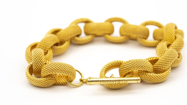 Tiffany & Co. 18 Karat Gold Mesh Link Toggle Bracelet In Excellent Condition For Sale In New York, NY