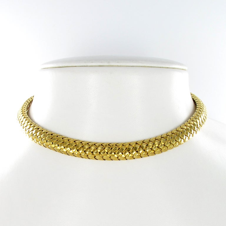 18 karat yellow gold collar necklace by Tiffany & Co. Highly polished and woven design with fluted gold terminals. Signed Tiffany&Co. 1997  Diameter: 11.5 x 11.0 cm / 4.52 x 4.33 Inches  btw: we carry the matching bracelet on stock!