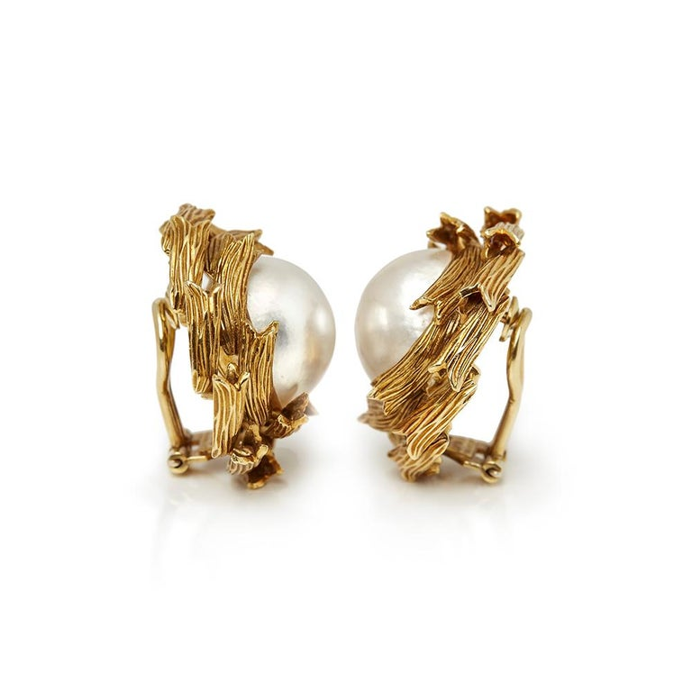 Xupes Code: COM1317 Brand: Tiffany & Co. Description: 18k Yellow Gold Mabe Pearl Earrings Accompanied With: Xupes Presentation Box Gender: Ladies Earring Length: 2.8cm Earring Width: 2.8cm Earring Back: Clip-on Condition: 9 Material: Yellow