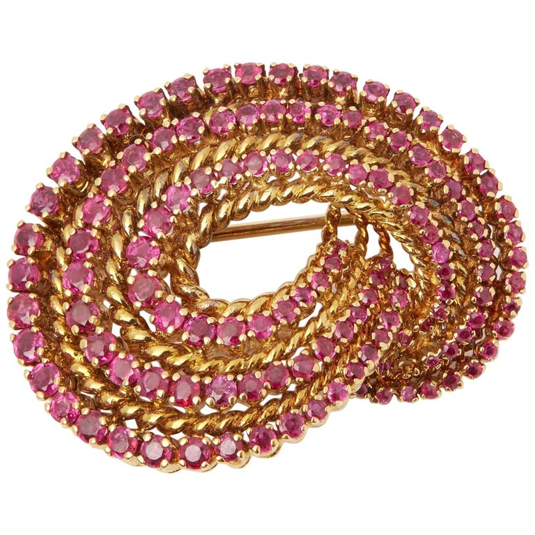Tiffany & Co. 18 Karat Yellow Gold Round Cut Ruby 1940s Vintage Brooch For Sale