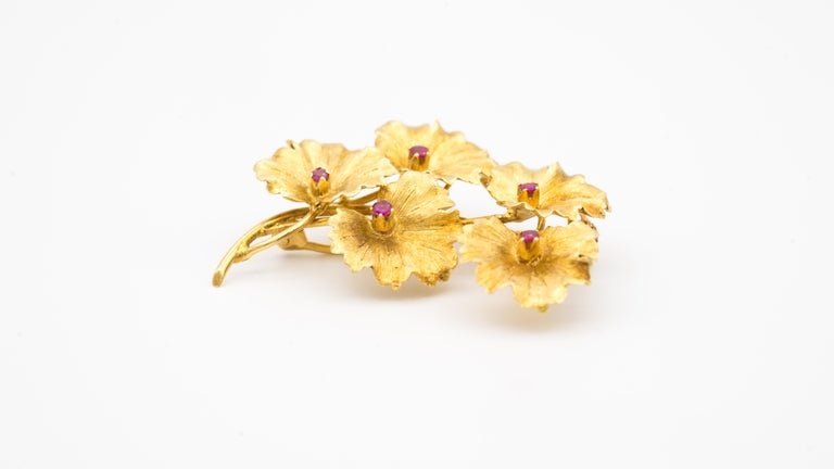 Tiffany & Co. 18 Karat Gold and Ruby Leaves Brooch, circa 1950s In Good Condition For Sale In New York, NY