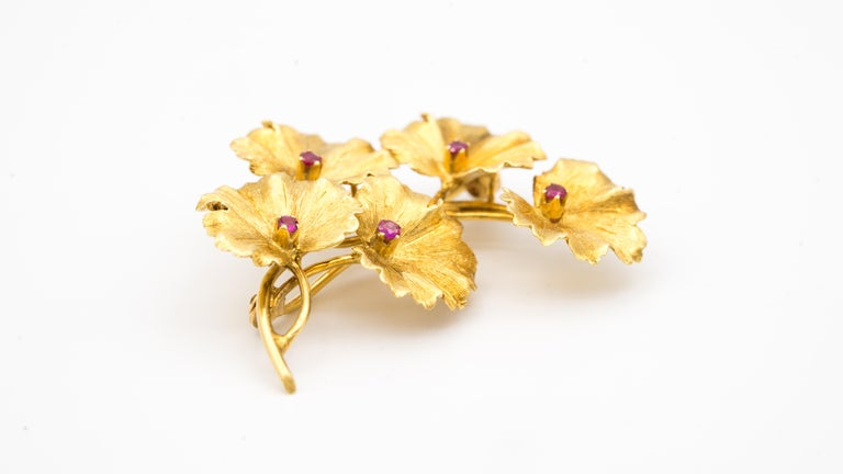 Women's or Men's Tiffany & Co. 18 Karat Gold and Ruby Leaves Brooch, circa 1950s For Sale