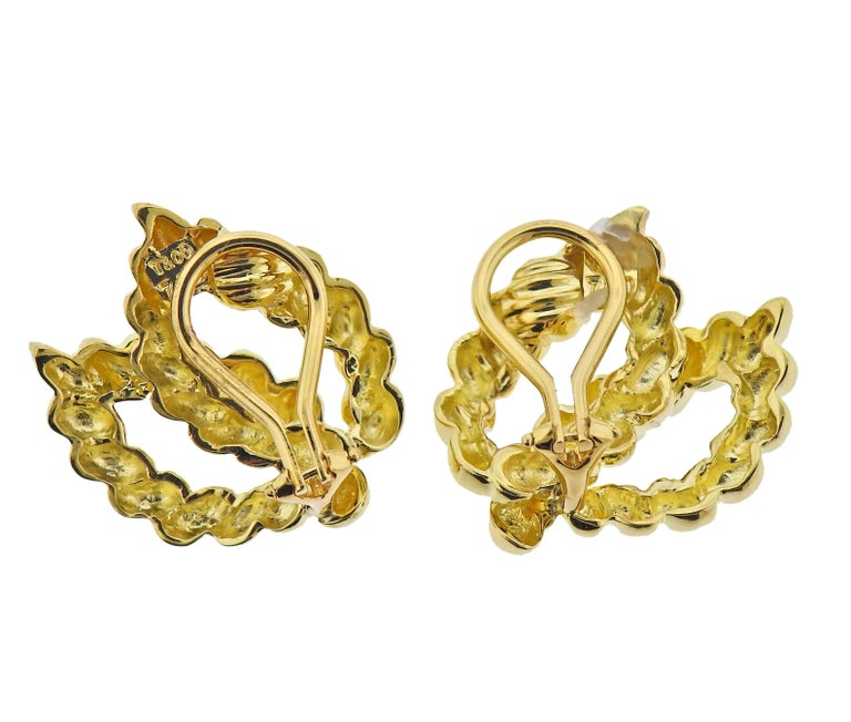 Tiffany & Co. 18 Karat Gold Earrings In Excellent Condition For Sale In Boca Raton, FL