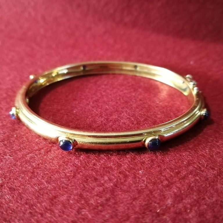 20th Century Tiffany & Co. 18-Karat Gold with Cabochon Sapphires Hinged Bangle Bracelet For Sale