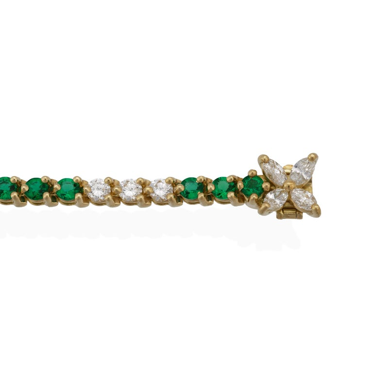 Tiffany & Co. 18 Karat Yellow Gold Diamond and Emerald Tennis Bracelet In Excellent Condition For Sale In New York, NY
