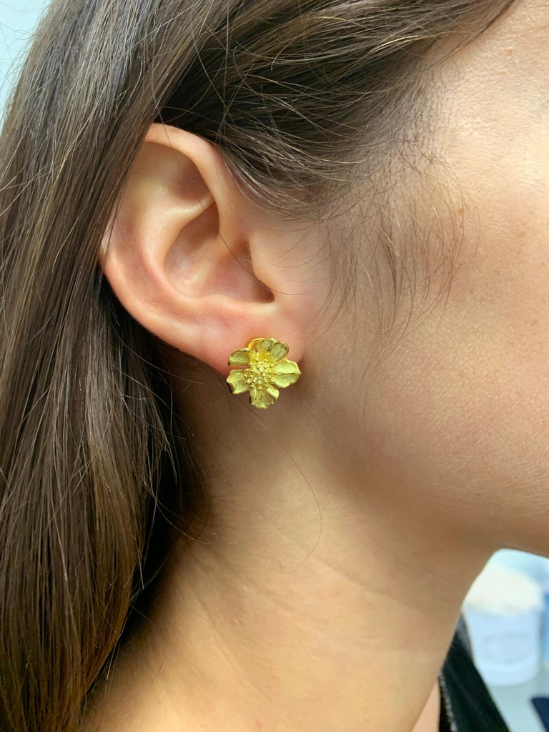 Tiffany & Co. 18 Karat Yellow Gold Dogwood Flower Earrings In Excellent Condition In New York, NY