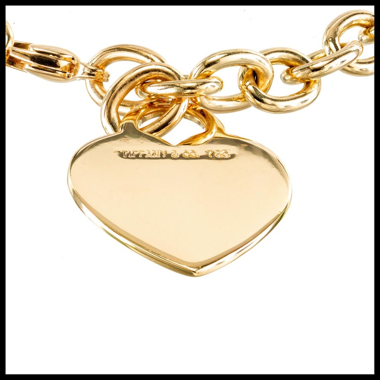 18k yellow gold Tiffany & Co heart tag yellow gold oval link bracelet with a lobster clasp.   18k Yellow Gold  Stamped: 750. Hallmark: Tiffany & CO Top to Bottom: 26.3mm or 1 1/16 Inch Width: 20.0mm or 13/16 Inch Depth or Thickness: 1.0mm 27.9