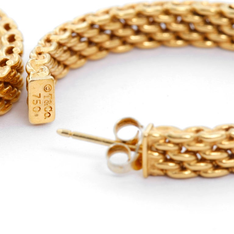 Tiffany & Co. 18 Karat Yellow Gold Somerset Mesh Hoops In Excellent Condition For Sale In Dallas, TX