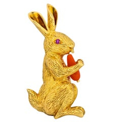 Tiffany & Co. 1970s Vintage Coral Ruby 18 Karat Gold Rabbit Brooch