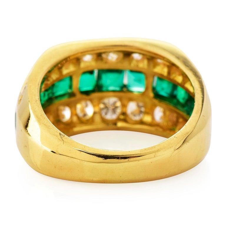 Tiffany & Co 1980's Diamond Emerald 18K Gold Ring In Excellent Condition For Sale In Miami, FL