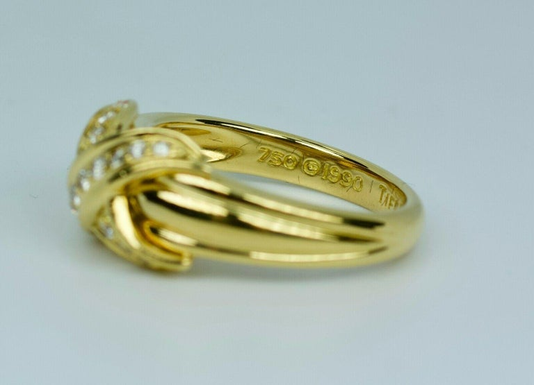 Tiffany & Co. 1990 18k Yellow Gold X Shape Round White Diamond Ring In Good Condition For Sale In Montgomery, AL