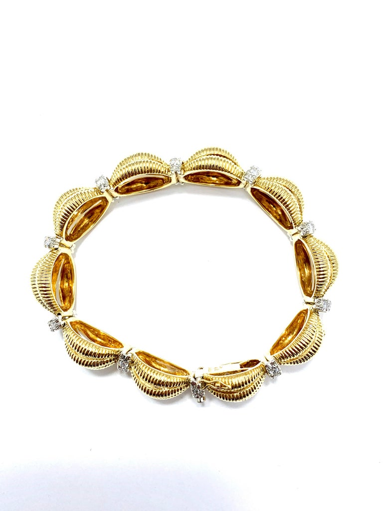 Tiffany & Co. 2.50 Carat Round Diamond and Domed Textured Gold Link Bracelet For Sale 4