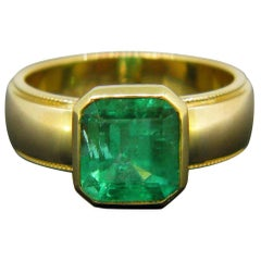 Tiffany & Co. 2.70 Carat Colombian Emerald Yellow Gold Band Ring