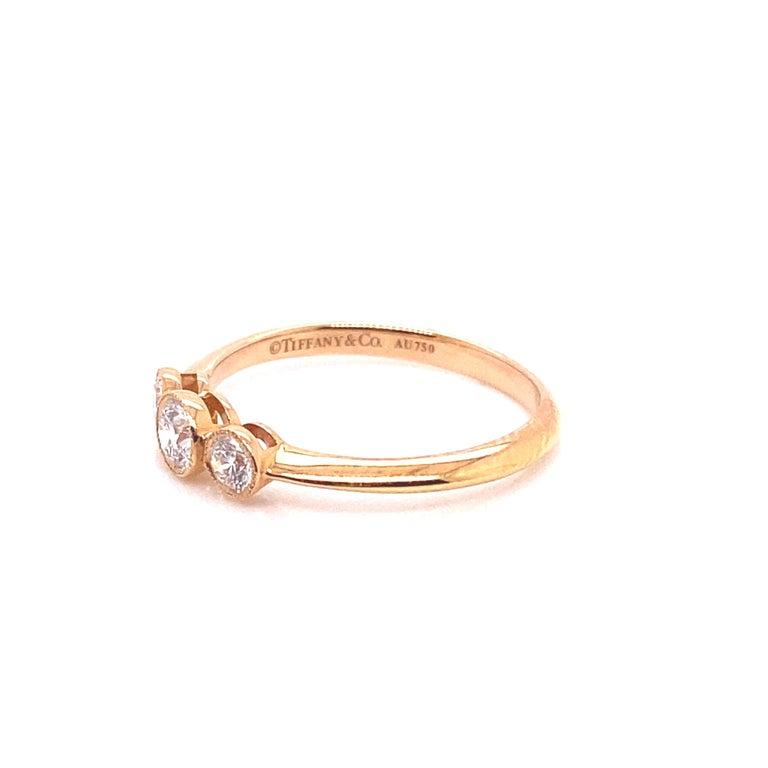 Women's or Men's Tiffany & Co. 3-Stone 0.33ctw Round Diamond 18kt Rose Gold Ring 'D-F. VS2-VVS1' For Sale