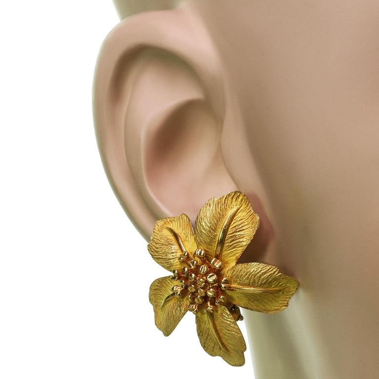 Tiffany & Co. 5 Petal Flower Yellow Gold Earrings In Excellent Condition For Sale In New York, NY