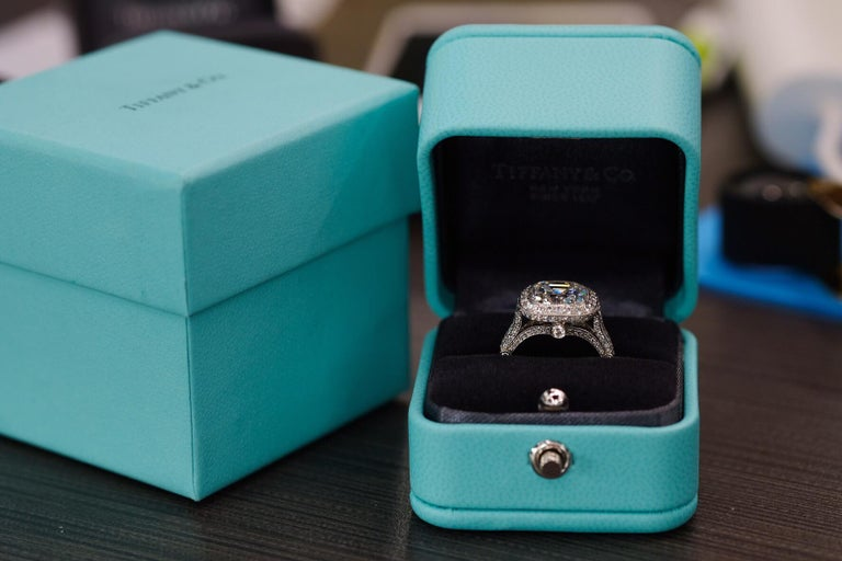 Tiffany & Co. 5.56 Carat E VS2 Cushion-Cut Diamond Legacy Platinum Ring For Sale 3