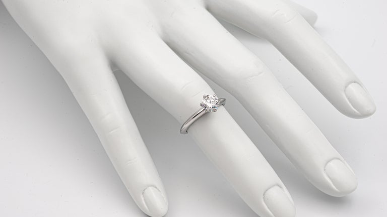 Tiffany & Co. .77 Carat Center G VS1 Round Excellent Cut Engagement Ring For Sale 1