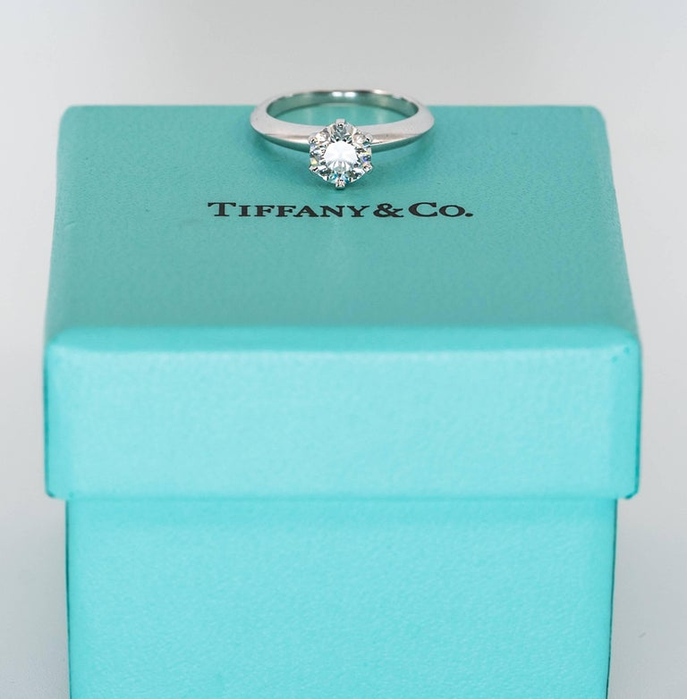 Women's or Men's Tiffany & Co .91 Carat Round Brilliant Diamond Centre Engagement Ring For Sale