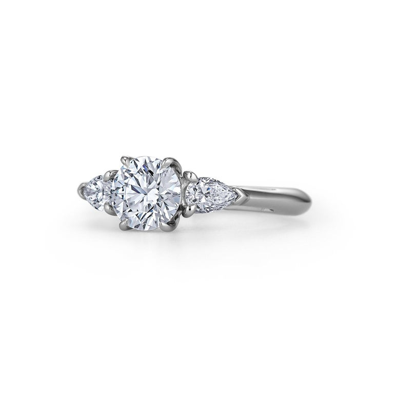 Contemporary Tiffany & Co. .93 Carat Round Brilliant Cut Diamond Engagement Ring For Sale
