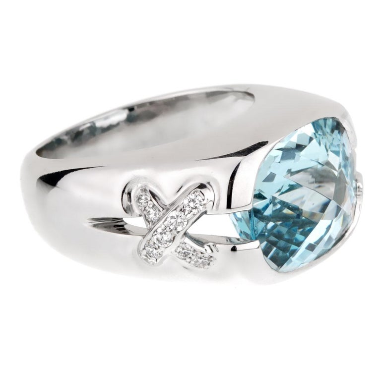 A fabulous Tiffany & Co ring featuring a 5ct appx Aquamarine stone flanked by 2 X motifs set with round brilliant cut diamonds in 18k white gold.  Size 5 (Resizeable)