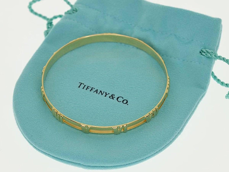 7952c7984 Tiffany and Co. Atlas 18 Karat Yellow Gold Bangle 20cm For Sale at 1stdibs