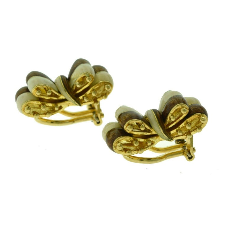Tiffany & Co. Brown White Enamel 18k Gold Double Ribbon Bow Tie Clip-On Earrings In Good Condition For Sale In Miami, FL