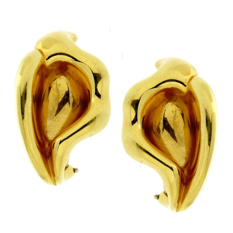 Tiffany & Co. Calla Lily Gold Earrings In Excellent Condition For Sale In Feasterville, PA