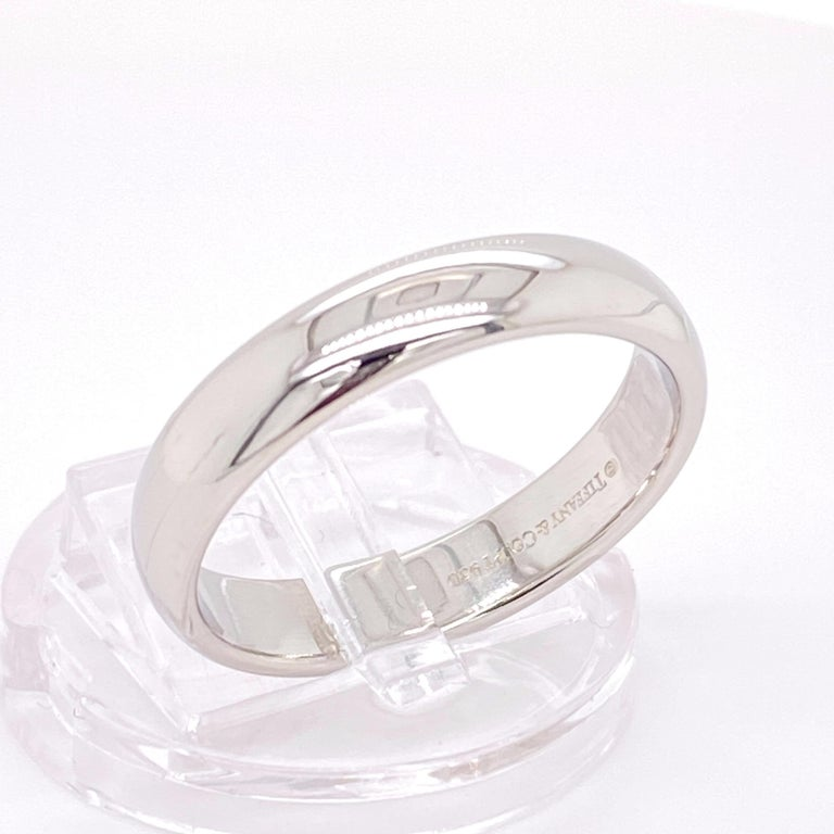 Tiffany & Co. Classic Platinum Wedding Band in Platinum For Sale 6