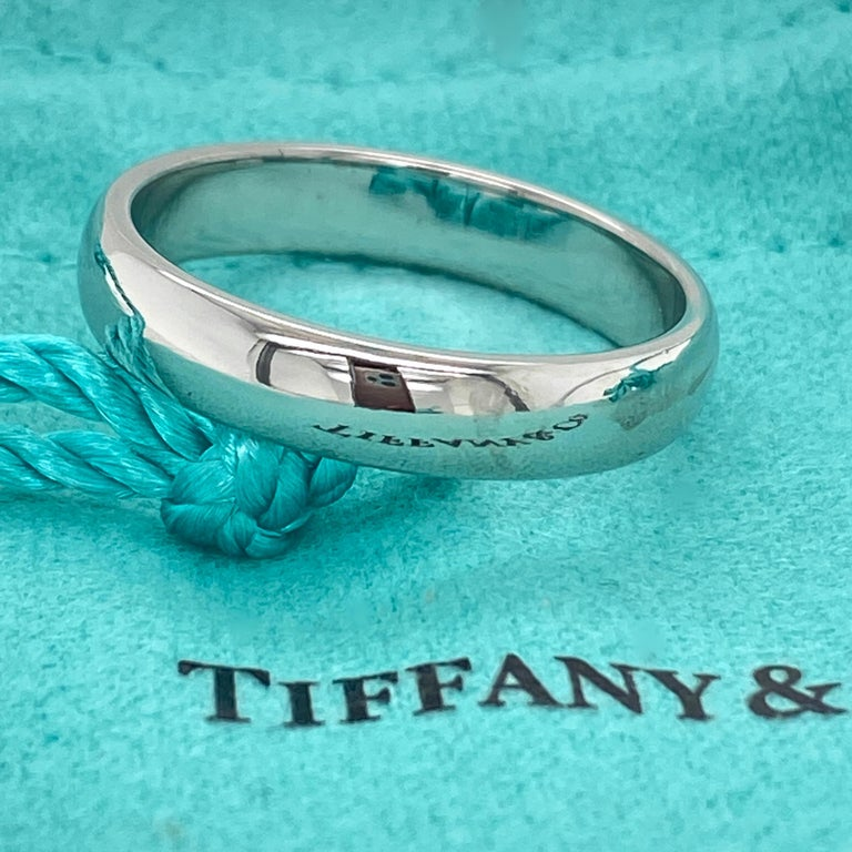 Tiffany & Co. Classic Platinum Wedding Band in Platinum In Excellent Condition For Sale In San Diego, CA
