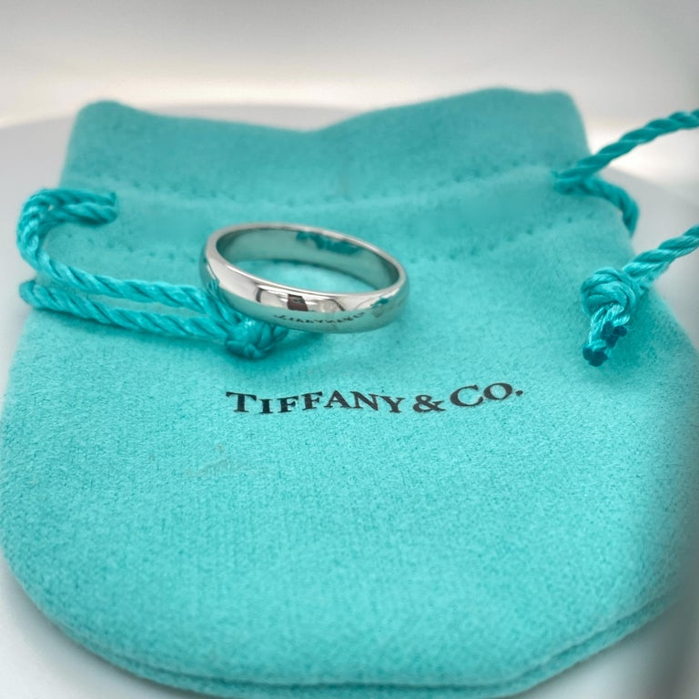Women's or Men's Tiffany & Co. Classic Platinum Wedding Band in Platinum For Sale