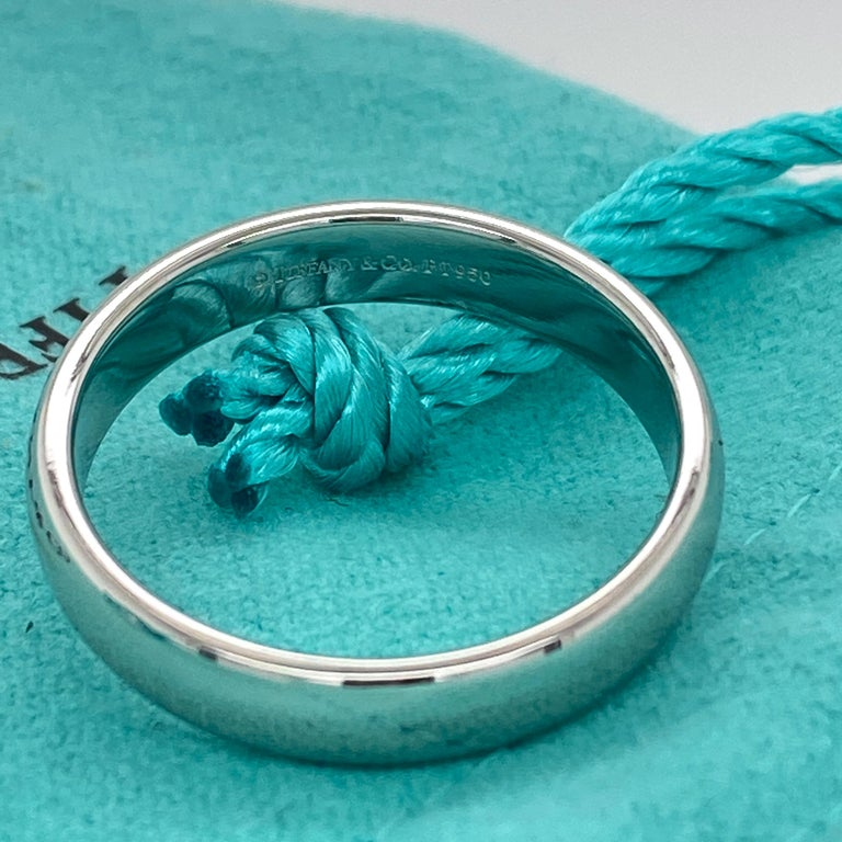 Tiffany & Co. Classic Platinum Wedding Band in Platinum For Sale 1