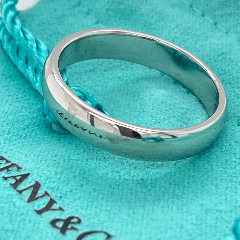 Tiffany & Co. Classic Platinum Wedding Band in Platinum For Sale 5
