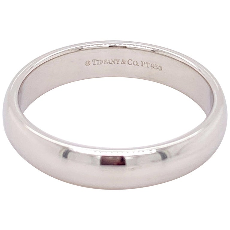 Tiffany & Co. Classic Platinum Wedding Band in Platinum For Sale