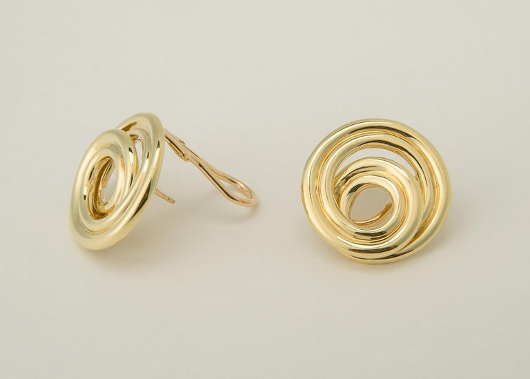 Tiffany & Co. Classic Swirl Gold Earrings In Excellent Condition For Sale In Atlanta, GA