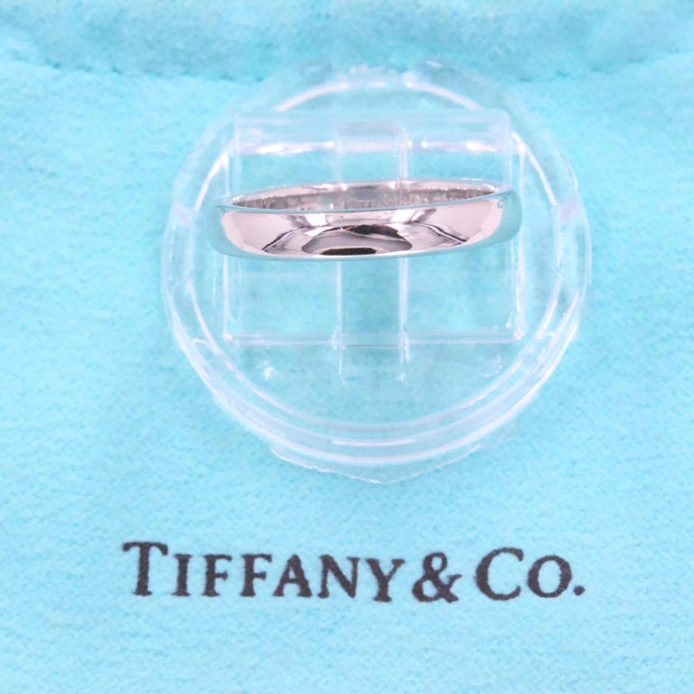 Tiffany & Co. Classic Wedding Band Ring Platinum In Excellent Condition For Sale In San Diego, CA