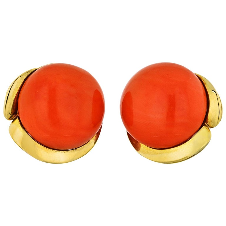 Tiffany & Co. Coral 18 Karat Yellow Gold Round Coral Clip Earrings For Sale