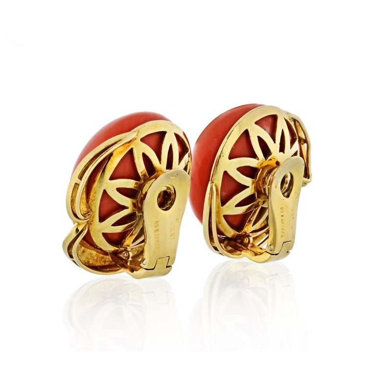 Modern Tiffany & Co. Coral 18 Karat Yellow Gold Round Coral Clip Earrings For Sale