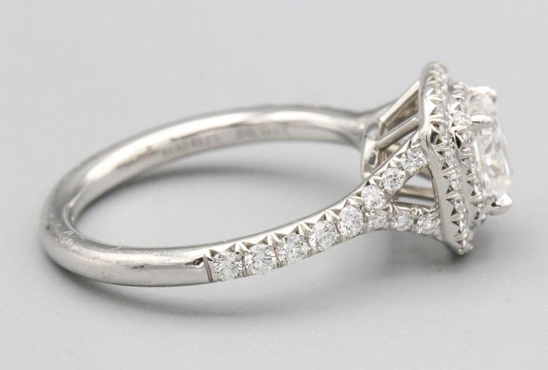 Tiffany & Co. Diamond and Platinum Engagement Ring In Excellent Condition For Sale In New York, NY