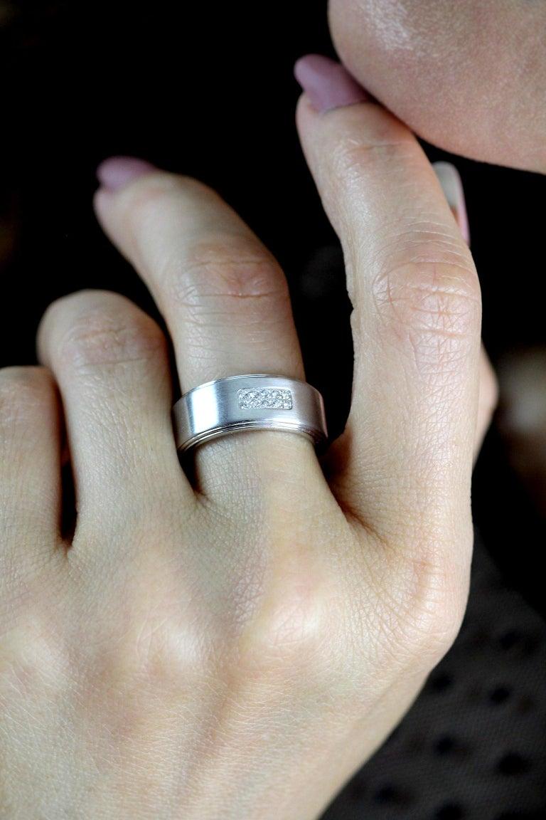 Round Cut Tiffany Diamond Band/Wedding Ring, British Hallmarked 18 K White Gold For Sale