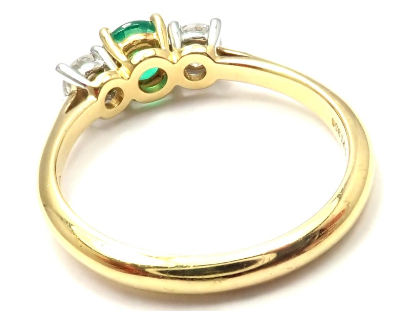 Tiffany & Co. Diamond Emerald Three-Stone Platinum Yellow Gold Band Ring In Excellent Condition For Sale In Holland, PA