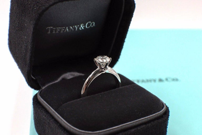 Tiffany & Co. Diamond Engagement Ring Round Solitaire 1.02 Carat H VS1 For Sale 4