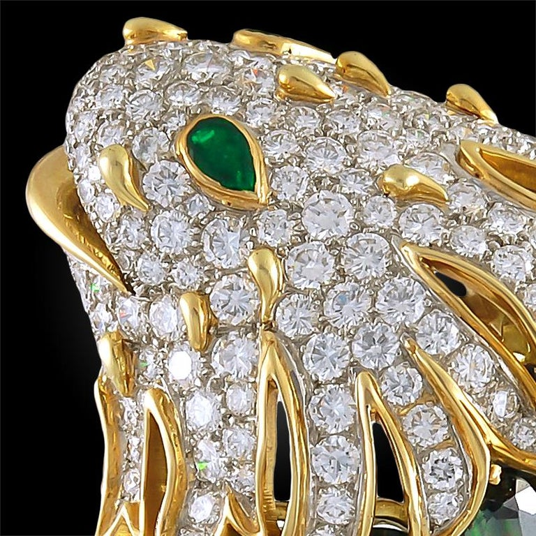 Tiffany & Co. Diamond Peridot Yellow Gold Fish Brooch In Good Condition For Sale In New York, NY